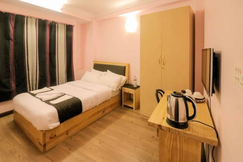 One Bedrooms Apartment with Shared Kitchen, Bathroom & Balcony - SH